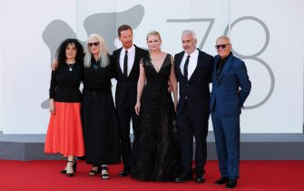 """VENICE, ITALY - SEPTEMBER 02: (L-R) Tanya Seghatchian, Director Jane Campion, Benedict Cumberbatch, Kirsten Dunst, Iain Canning and Roger Frappier attend the red carpet of the movie """"The Power Of The Dog"""" during the 78th Venice International Film Festival on September 02, 2021 in Venice, Italy. (Photo by Ernesto Ruscio/Getty Images)"""