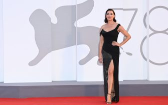 """VENICE, ITALY - SEPTEMBER 02: Luisa Ranieri attends the red carpet of the movie """"The Hand Of God"""" during the 78th Venice International Film Festival on September 02, 2021 in Venice, Italy. (Photo by Daniele Venturelli/WireImage)"""