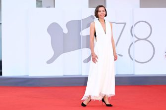 VENICE, ITALY - SEPTEMBER 11: Director Maggie Gyllenhaal attends the closing ceremony red carpet during the 78th Venice International Film Festival on September 11, 2021 in Venice, Italy. (Photo by Daniele Venturelli/WireImage)