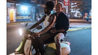 B25_05662_RLashana Lynch stars as Nomi and Daniel Craig as James Bond inNO TIME TO DIE, an EON Productions and Metro-Goldwyn-Mayer Studios filmCredit: Nicola Dove© 2021 DANJAQ, LLC AND MGM.  ALL RIGHTS RESERVED.