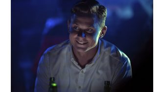 B25_05836_RC2Billy Magnussen stars as Logan Ash inNO TIME TO DIE, an EON Productions and Metro-Goldwyn-Mayer Studios filmCredit: Nicola Dove© 2021 DANJAQ, LLC AND MGM.  ALL RIGHTS RESERVED.