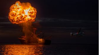 B25_SU_05447-05486_RCC2An explosion on the open seas inNO TIME TO DIE, an EON Productions and Metro-Goldwyn-Mayer Studios filmCredit: Ed Miller© 2021 DANJAQ, LLC AND MGM.  ALL RIGHTS RESERVED.