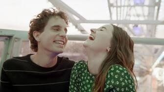 (from left) Evan Hansen (Ben Platt) and Zoe Murphy (Kaitlyn Dever) in Dear Evan Hansen, directed by Stephen Chbosky.