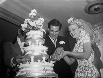 13th August 1949:  British actress Angela Lansbury and her husband, Peter Shaw, cutting the cake at their wedding.  (Photo by Walter Bellamy/Express/Getty Images)