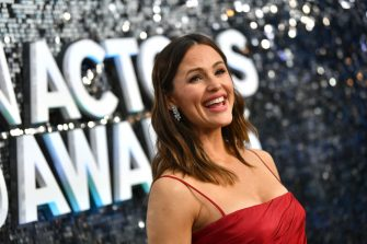 LOS ANGELES, CALIFORNIA - JANUARY 19: Jennifer Garner attends the 26th Annual Screen ActorsGuild Awards at The Shrine Auditorium on January 19, 2020 in Los Angeles, California. 721313 (Photo by Emma McIntyre/Getty Images for Turner)