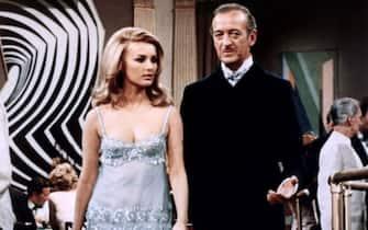 Barbara Bouchet Miss Moneypenny James Bond 007 - Casino Royale