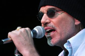 LOS ANGELES - AUGUST 3:   Actor/Musician Billy Bob Thornton and his band play to a half full audience at the Greek Theatre as the opening act for Heart August 3, 2003 in Los Angeles.    (Photo by Carlo Allegri/Getty Images)