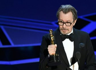 """TOPSHOT - British actor Gary Oldman delivers a speech after he won the Oscar for Best Actor in """"Darkest Hour"""" during the 90th Annual Academy Awards show on March 4, 2018 in Hollywood, California. / AFP PHOTO / Mark Ralston        (Photo credit should read MARK RALSTON/AFP via Getty Images)"""
