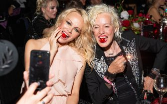 CAP D'ANTIBES, FRANCE - MAY 23: Pamela Anderson and Ellen Von Unwerth attend the amfAR Cannes Gala 2019 at Hotel du Cap-Eden-Roc on May 23, 2019 in Cap d'Antibes, France. (Photo by Ryan Emberley/amfAR/Getty Images for amfAR)