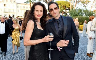 CAP D'ANTIBES, FRANCE - MAY 23: Andie MacDowell and Andrien Brody attend the amfAR Cannes Gala 2019 at Hotel du Cap-Eden-Roc on May 23, 2019 in Cap d'Antibes, France. (Photo by Jacopo Raule/amfAR/Getty Images for amfAR )