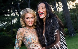 CAP D'ANTIBES, FRANCE - MAY 17:  Paris Hilton and Winnie Harlow poses for portraits at the amfAR Gala Cannes 2018 cocktail at Hotel du Cap-Eden-Roc on May 17, 2018 in Cap d'Antibes, France.  (Photo by Pascal Le Segretain/amfAR/WireImage for amfAR)