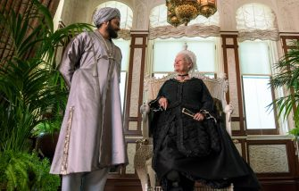 Ali Fazal (left) stars as Abdul Karim and Judi Dench (right) stars as Queen Victoria in director Stephen Frearsâ   VICTORIA AND ABDUL, a Focus Features release.