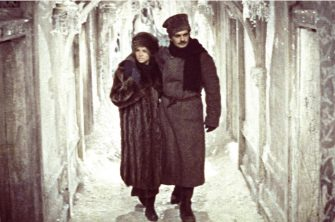 JULIE CHRISTIE & OMAR SHARIF in Doctor Zhivago *Editorial Use Only* www.capitalpictures.com sales@capitalpictures.com Supplied by Capital Pictures