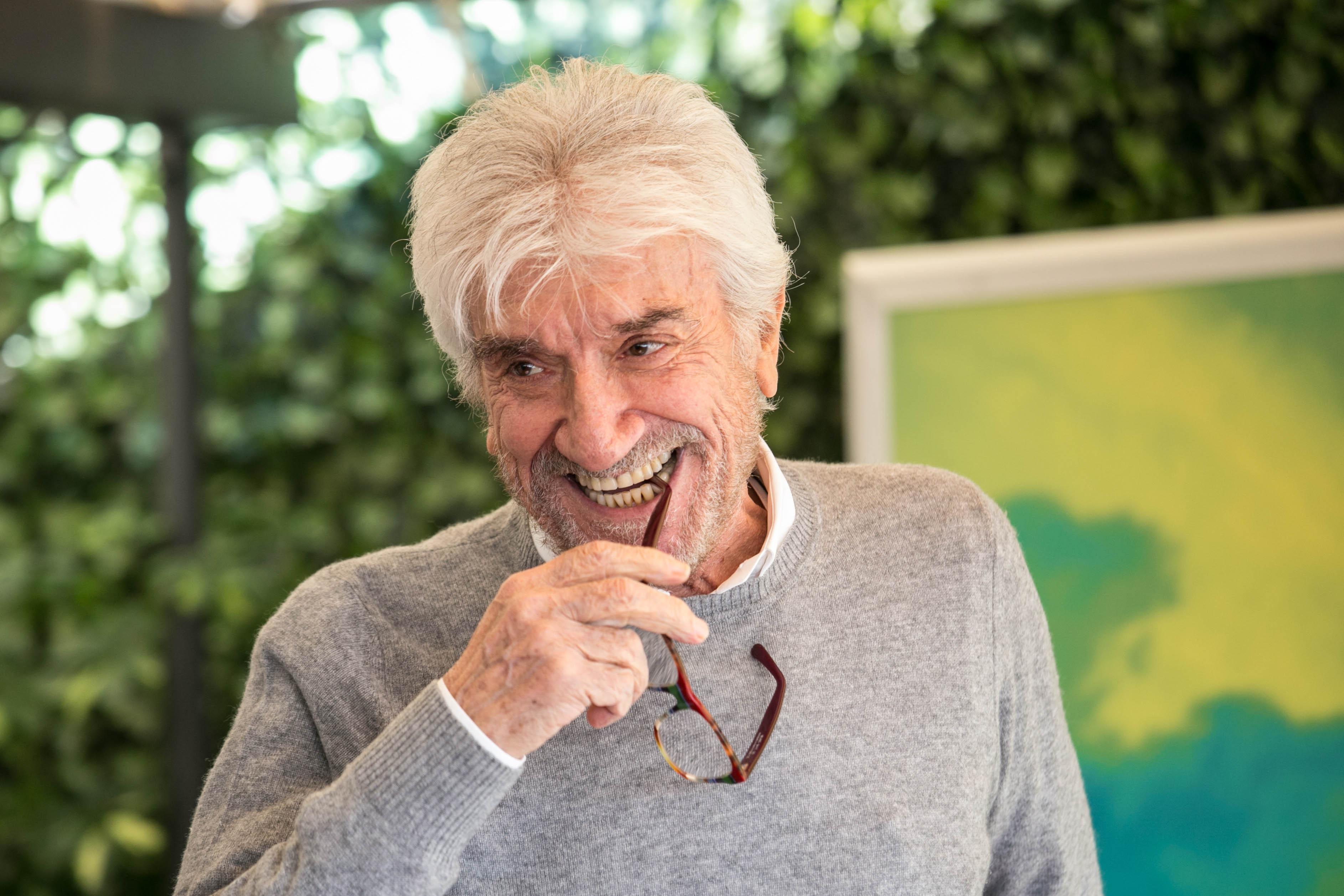 Addio Gigi Proietti: la sua vita e la sua carriera in foto