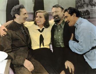 Kino. Ninotchka, USA, 1939, aka: Ninotscka, Regie: Ernst Lubitsch, Darsteller: Greta Garbo, Felix Blessard, Sig Ruman, Alexander Granach. (Photo by FilmPublicityArchive/United Archives via Getty Images)