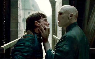 """(L-r) DANIEL RADCLIFFE as Harry Potter and RALPH FIENNES as Lord Voldemort in Warner Bros. Pictures' fantasy adventure """"HARRY POTTER AND THE DEATHLY HALLOWS – PART 2,"""" a Warner Bros. Pictures release."""