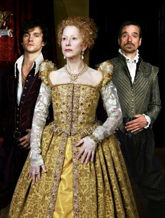 HUGH DANCY, HELEN MIRREN & JEREMY IRONS in Elizabeth I *Editorial Use Only* www.capitalpictures.com sales@capitalpictures.com Supplied by Capital Pictures