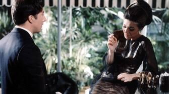 THE GRADUATE (1967) DUSTIN HOFFMAN, ANNE BANCROFT GRD 005CP