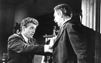 JAMES DEAN & RAYMOND MASSEY in East Of Eden *Editorial Use Only* www.capitalpictures.com sales@capitalpictures.com Supplied by Capital Pictures