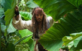"""""""PIRATES OF THE CARIBBEAN: ON STRANGER TIDES""""Captain Jack Sparrow (JOHNNY DEPP) gets ever-closer to the fabled Fountain of Youth in an island jungle.Ph: Peter Mountain©Disney Enterprises, Inc. All Rights Reserved."""