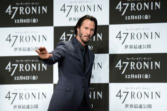 "Canadian actor Keanu Reeves waves to journalists after a press conference to promote his movie ""47 Ronin"" in Tokyo on November 18, 2013.  The film will open on December 6 across Japan.    AFP PHOTO / Toru YAMANAKA        (Photo credit should read TORU YAMANAKA/AFP via Getty Images)"