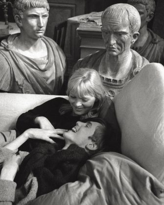 Smiling, an actress and an actor have relax on a sofa during filming of 'La Dolce Vita'. 1959. (Photo by Mario De Biasi/Mondadori via Getty Images)