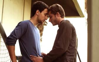 Nicholas Jacob e Michael Aloni durante una scena del film Out in the dark del 2012
