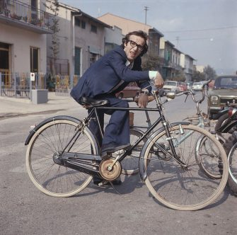 Italian actor and director Roberto Benigni posing leaning on a bicycle. Vergaio, 1970s. (Photo by Mondadori via Getty Images)