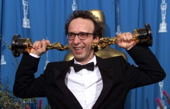 LOS ANGELES, CA- MARCH 21: Actor Roberto Benigni at the 71st Annual Academy Awards, March 21,1999 In Los Angeles, California.  (Photo by Bob Riha, Jr./Getty Images)