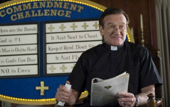 ROBIN WILLIAMS stars as Reverend Frank in Warner Bros. Picturesà and Village Roadshow Picturesà comedy à License to Wed,à distributed by Warner Bros. Pictures. PHOTOGRAPHS TO BE USED SOLELY FOR ADVERTISING, PROMOTION, PUBLICITY OR REVIEWS OF THIS SPECIFIC MOTION PICTURE AND TO REMAIN THE PROPERTY OF THE STUDIO. NOT FOR SALE OR REDISTRIBUTION