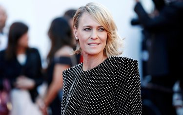 CANNES, FRANCE - MAY 17: Robin Wright attends the 'Ismael's Ghosts' premiere and Opening Gala during the 70th Cannes Film Festival on May 17, 2017 in