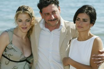 """CANNES, FRANCE - MAY 16: (L-R) Actress Claudia Gerini director Sergio Castellitto and actress Penelope Cruz attends a photocall for the film """"Non Ti Muovere"""" on the beach at the Plage Costes during the 57th International Cannes Film Festival May 16, 2004 in Cannes, France. (Photo by Mark Mainz/Getty Images)"""