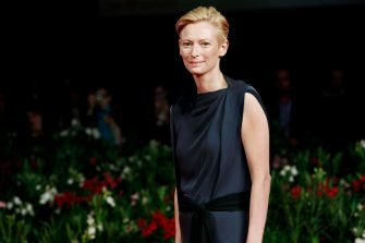 (KIKA) - The cast of Venus Noire was on the red carpet. Even Tilda Swinton was on the red carpet. During the day, she recived the Nastro d'Argento Award.