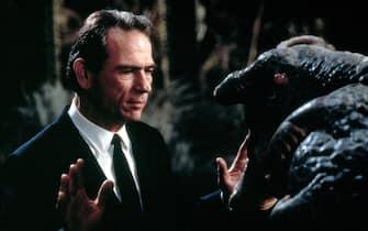 Tommy Lee Jones nel suo ruolo di Agente nella serie Men in Black