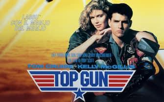 La locandina del film Top Gun con Tom Cruise e Kelly McGillis