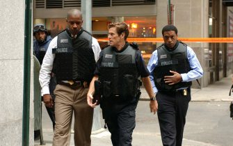 (l-r) Chiwetel Ejiofor, Willem Dafoe and Denzel Washington star as Detective Bill Mitchell, Captain Darius and Detective Keith Frazier in INSIDE MAN, a tense hostage drama from Director Spike Lee.