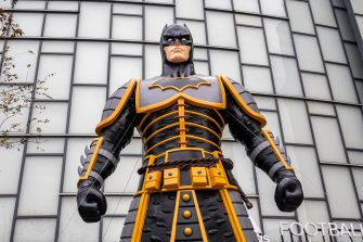 Shanghai, CHINA-An eight-meter-tall statue of Batman Imperial Palace Editionis seen at Wujiaochang street in Yangpu district, Shanghai, Oct. 22, 2019.The Batman in the sculpture is dressed in ancient Chinese armor, which appears to be awe-inspiring.It is reported that the Palace Museum cultural and creative association DC launched the batman palace version.(EDITORIAL USE ONLY. CHINA OUT)//SIPAASIA_25773314/1910241000/Credit:Wang Gang/SIPA ASIA/SIPA/1910241008 (Wang Gang/SIPA ASIA/SIPA / IPA/Fotogramma, Shanghai - 2019-10-23) p.s. la foto e' utilizzabile nel rispetto del contesto in cui e' stata scattata, e senza intento diffamatorio del decoro delle persone rappresentate