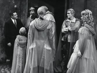"""LA MORTE DI VITTORIO GASSMAN / 28/09/1960 - E' DECEDUTO NELLA SUA CASA DI ROMA VITTORIO GASSMAN A CAUSA DI UNA CRISI CARDIACA - L' ATTORE AVEVA 77 ANNI - NELLA FOTO UNA SCENA DEL FILM """"FANTASMI A ROMA"""" CON MARCELLO MASTROIANNI, EDOARDO DE FILIPPO, VITTORIO GASSMAN E SANDRA MILO +, 03-00013661"""