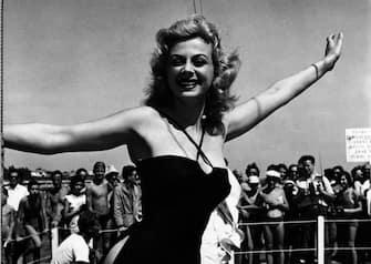 ©lapressearchivio storicospettacolocinemaVenezia 30-08-1956Sandra Milonella foto: Sandra Milo alla mostra cinematografica di VeneziaBUSTA 465