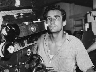 Actor and director Vittorio Gassman, concentrating behind a movie camera on the set of 'Kean: Genius or Scoundrel', 1956. (Photo by Pictorial Parade/Archive Photos/Getty Images)