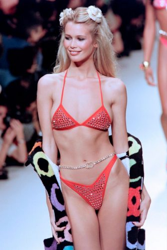 German model Claudia Schiffer presents a swimsuit by French fashion house Chanel on October 17, 1994 as part of the Spring-Summer ready-to-wear collections. (Photo by Gérard JULIEN / AFP)        (Photo credit should read GERARD JULIEN/AFP via Getty Images)