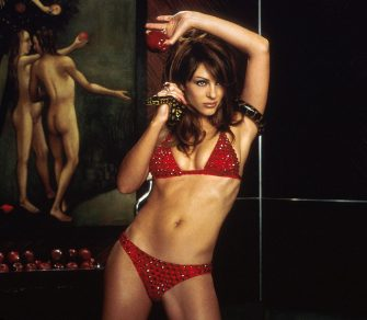 """380071 03: Actress Elizabeth Hurley Stars In 20Th Century Fox's New Movie """"Bedazzled.""""  (Photo By Getty Images)"""