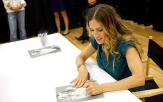 WATERFORD,MI - AUGUST 2: Sarah Jessica Parker attends the autograph signing For Bitten At Steve And Barry's at the Summit North Shopping Center on August 2,2007 in Waterford,Michigan. (Photo by: