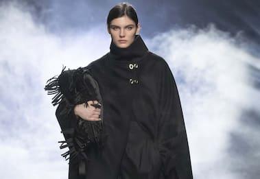 Milano Fashion Week, la collezione 2021-22 di Alberta Ferretti. FOTO
