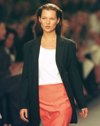 Model Kate Moss Walks The Runway At The Calvin Klein Spring Fashion Show In New York, September 18, 1998.  (Photo By Trevor Gillespie/Getty Images)