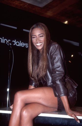 Naomi Campbell at Bloomingdale's, New York, New York, September 19, 1991. (Photo by Allan Tannenbaum/Getty Images)