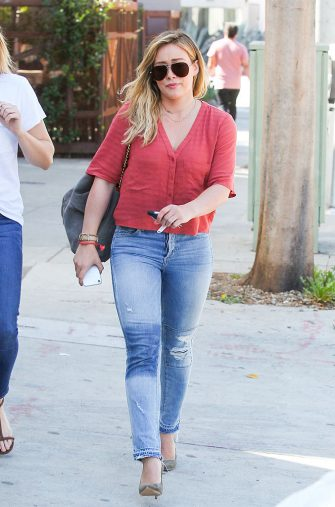 LOS ANGELES, CA - OCTOBER 19: Hilary Duff is seen on October 19, 2016 in Los Angeles, California.  (Photo by BG009/Bauer-Griffin/GC Images)