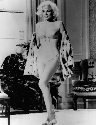 Unused footage of American film star Marilyn Monroe (1926 - 1962) shows off her curves in her last film 'Something's Gotta Give', directed by Michael Gordon. She was fired just 32 days into production due to the increasingly erratic behaviour which preceded her early death, and replaced by actress Doris Day. The film was released as 'Move Over, Darling'.    (Photo by Mr L J Willinger/Getty Images)