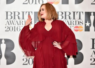 British singer Adele poses on the red carpet after arriving to attend the BRIT Awards 2016 in London on February 24, 2016. / AFP / NIKLAS HALLE'N / RESTRICTED TO EDITORIAL USE, TO ILLUSTRATE THE EVENT AS SPECIFIED IN THE CAPTION  NO POSTERS  NO USE IN MONOGRAPHS        (Photo credit should read NIKLAS HALLE'N/AFP via Getty Images)