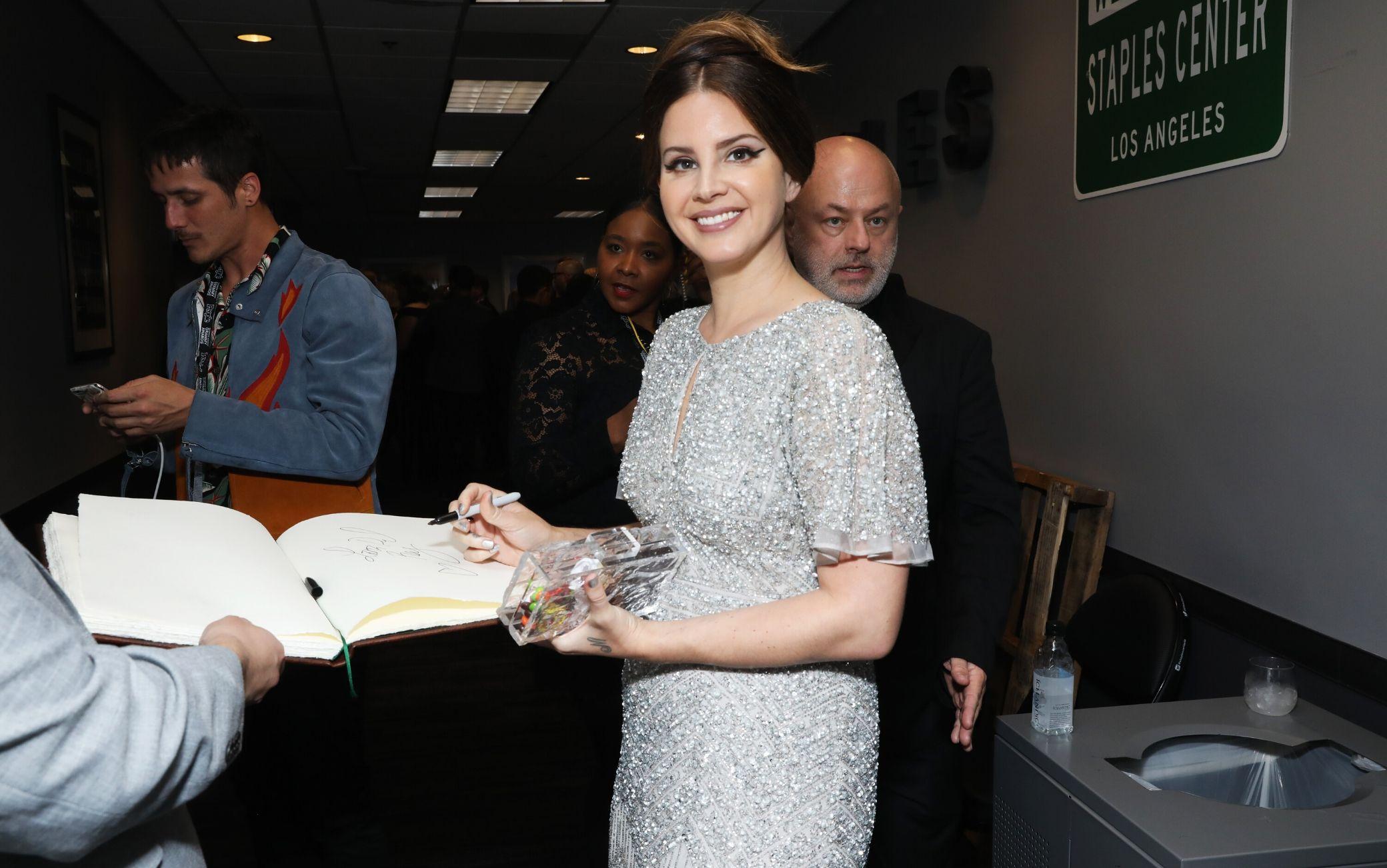 Lana Del Rey rivela la data di uscita del nuovo album
